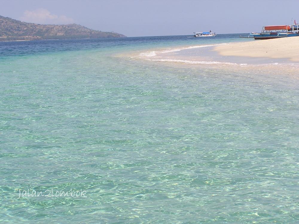 島は遠浅なので船をつけられる場所はだいたい決まっているので ホテルの予約の際注意、港から離れた場所への移動は馬車でないと難しい。(これがべらぼうに高いのです)